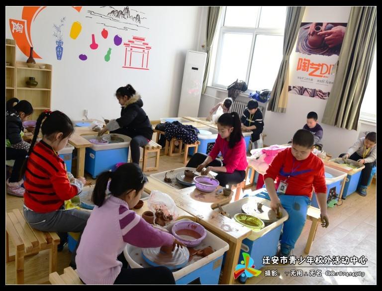 > 课程详情    陶艺制作步骤,揉泥,把正,拔泥柱,开孔,提桶,出型 学习